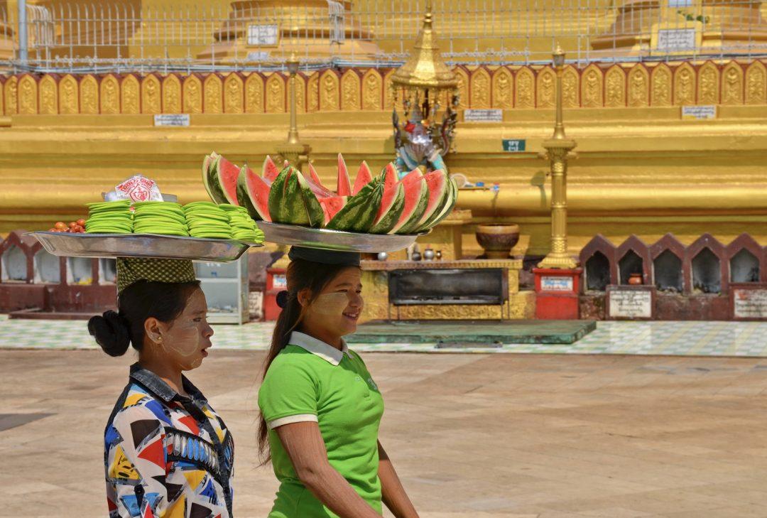 Burma, Bago temple vendors