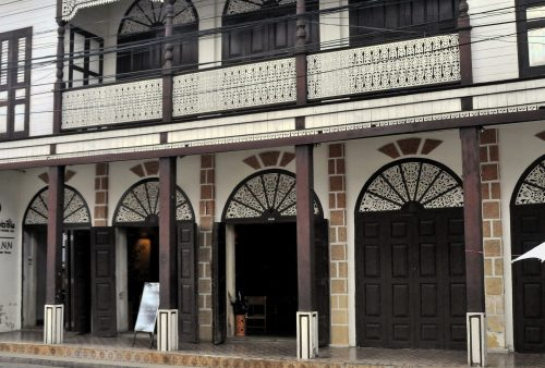 https://allpointseast.com/wp-content/uploads/2017/02/Historic-architecture-in-rarely-visited-lampang-500x338.jpg