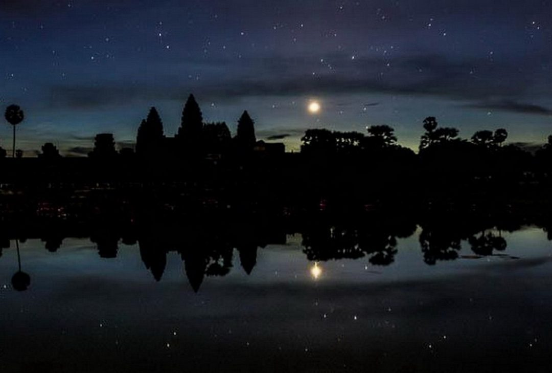 Cambodia, Angkor moonlight, (by Gary Latham)