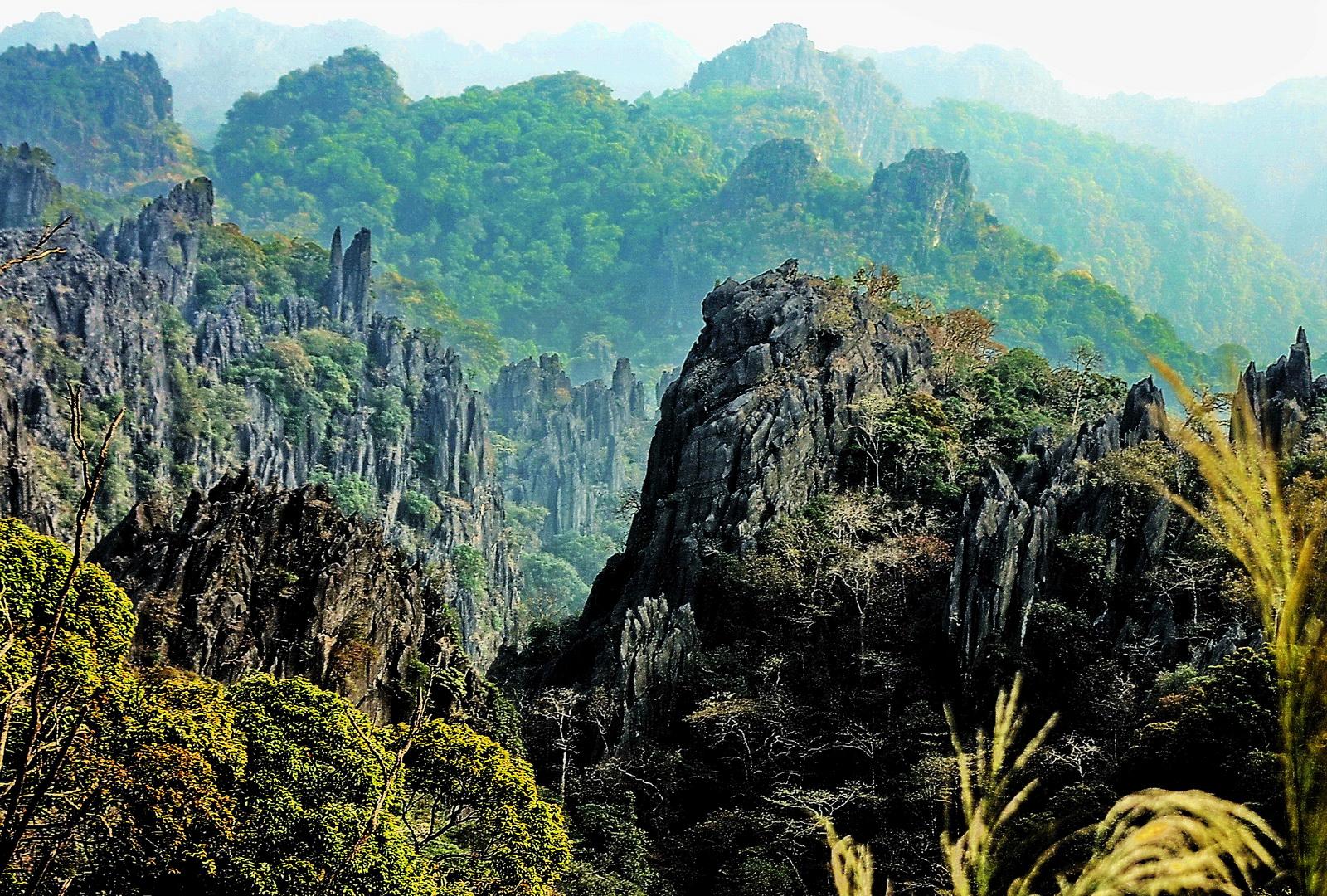 Laos, Hin Boun limestone formations