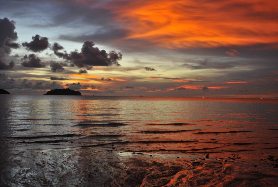 Thailand, Koh Chang, beach at sunset