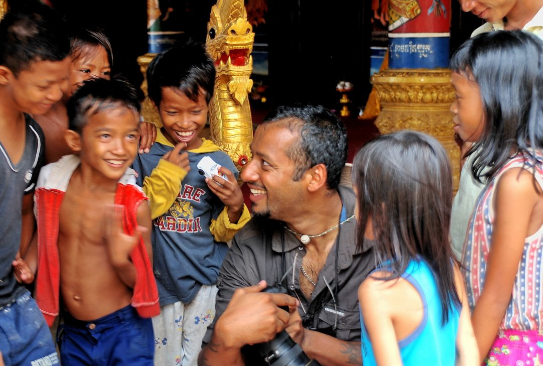 Cambodia, entertaining the temple kids