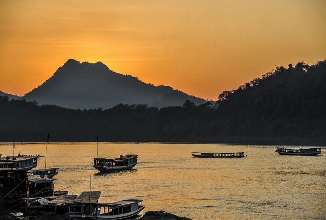 Laos, Luang Prabang sunset (by Jeff Perigois)
