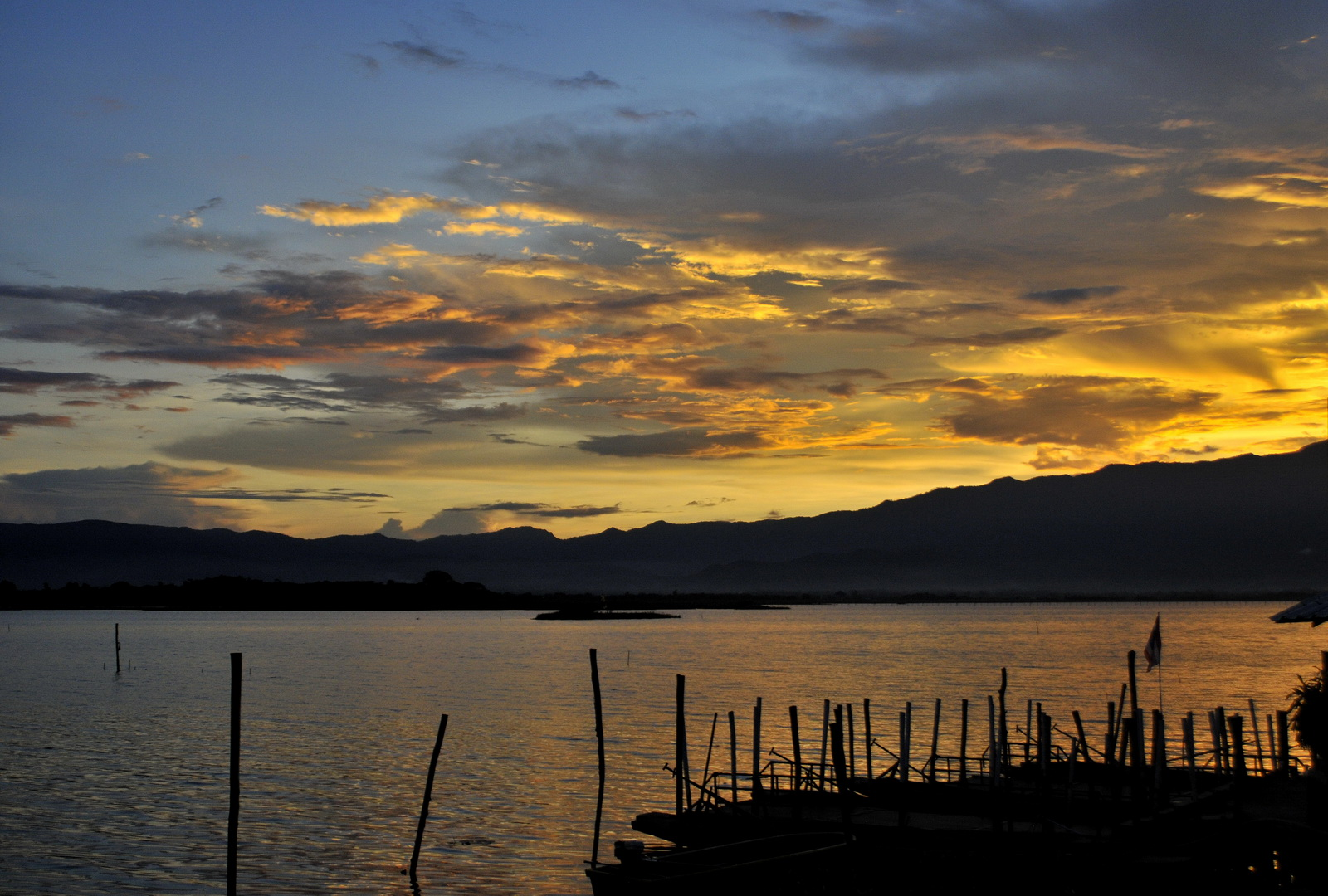 Sunset over Kwan Phayao