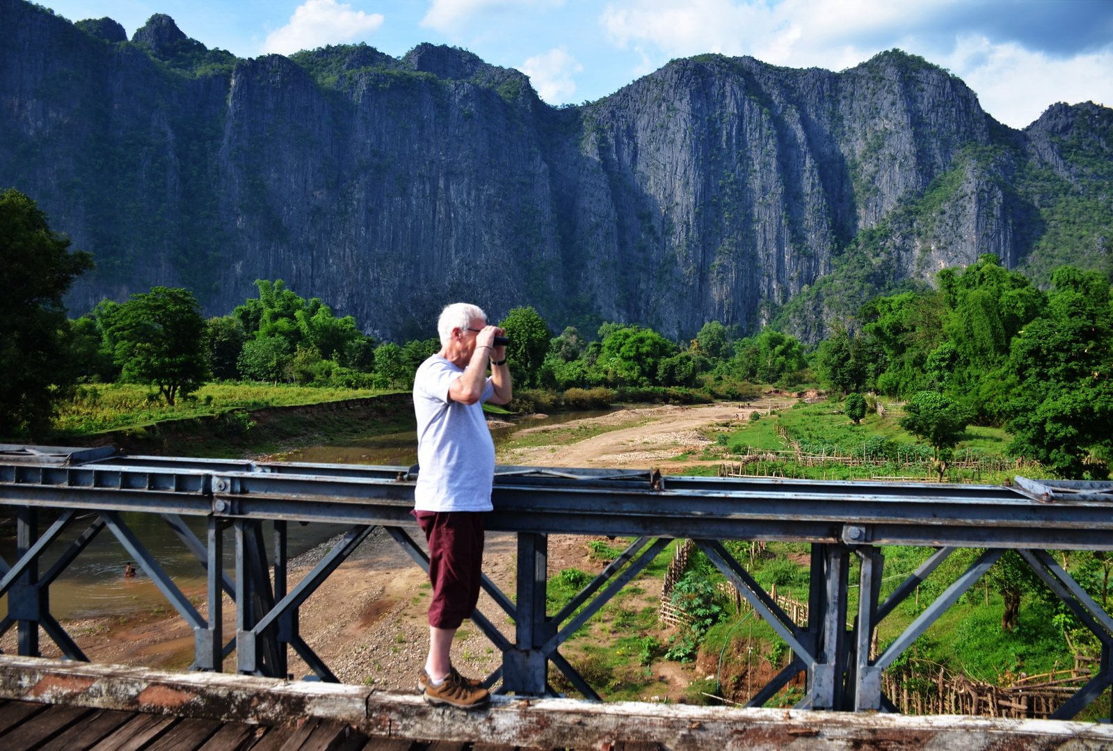 Photo stop amid the karst landscapes