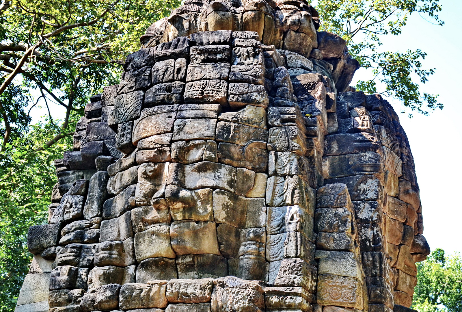 Banteay Chhmar - one of the central towers
