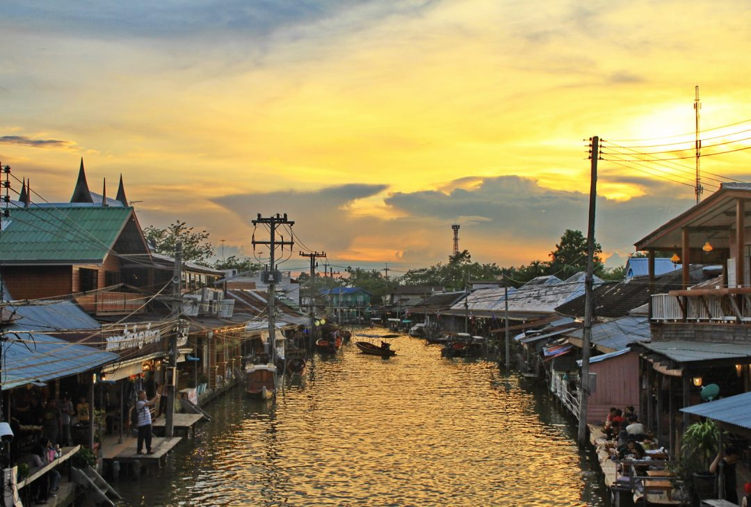 Thailand family tour, dusk in Amphawa