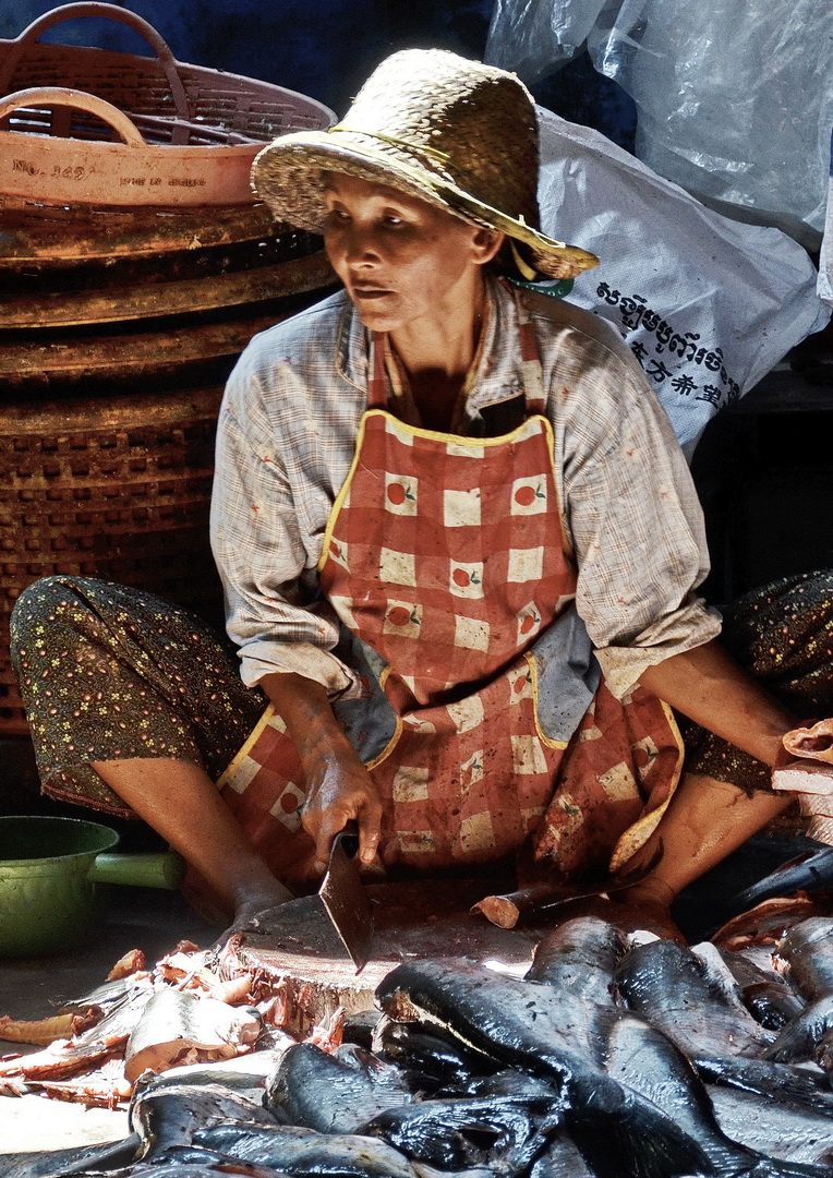 Cambodia, topping and tailing the fish