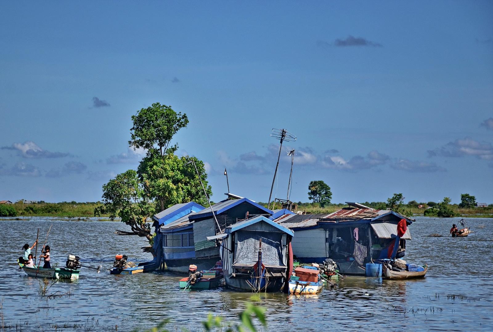Nomadic houseboat life on the Sangkar