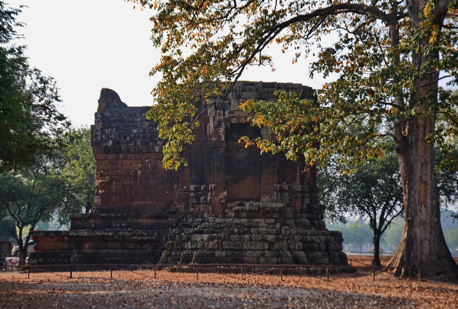The distinctly Khmer-looking San Tha Pha Daeng at Sukhothai.